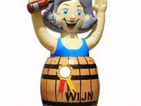 jargie vrouw in wijnvat